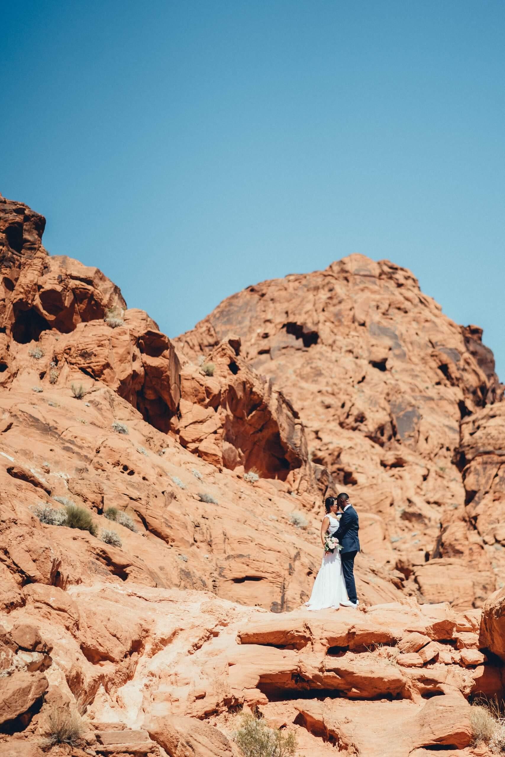 Mariage dans la vallée du feu près de Las Vegas