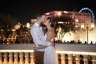 Bride and groom kissing in front of the Bellagio Fountains