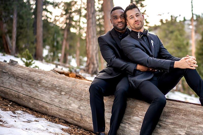Couple gay lors de leur mariage à Mont Charleston